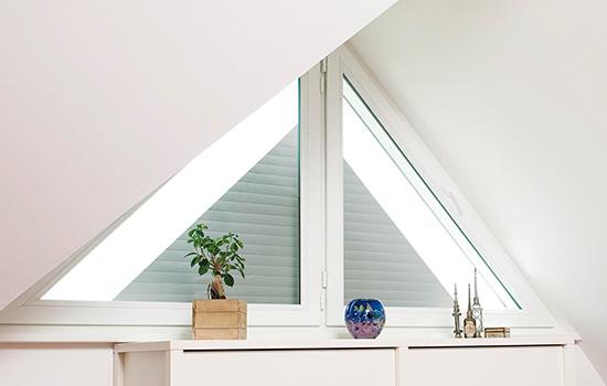 Lakal Rollläden für Giebelfenster bei Seeckts Bauelemente