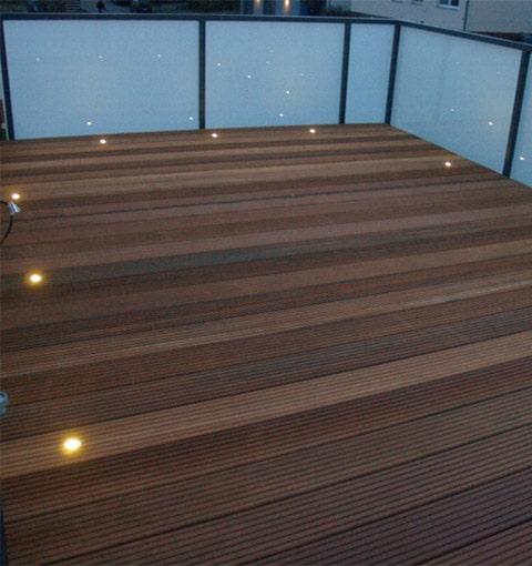 Balkon mit Geländer und LED-Spots in Göttingen