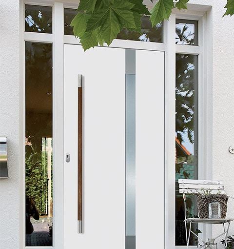 Weiße Haustür von Seeckts in Göttingen